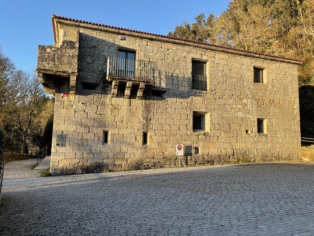 concello-de-esgos-mosteiro-de-san-pedro-de-rocas-1