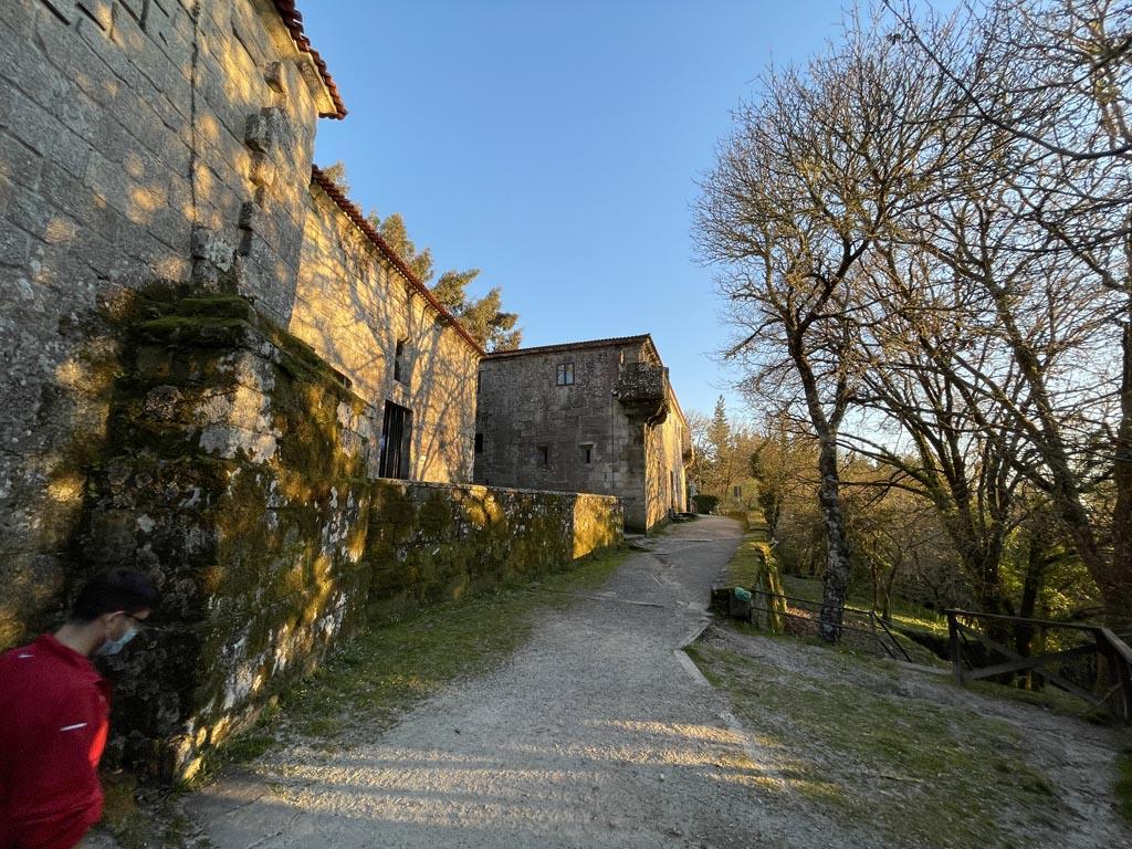 concello-de-esgos-mosteiro-de-san-pedro-de-rocas-10