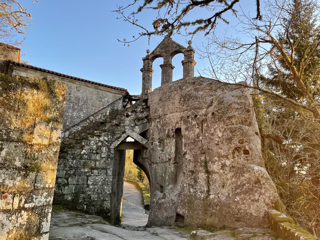 concello-de-esgos-mosteiro-de-san-pedro-de-rocas-12