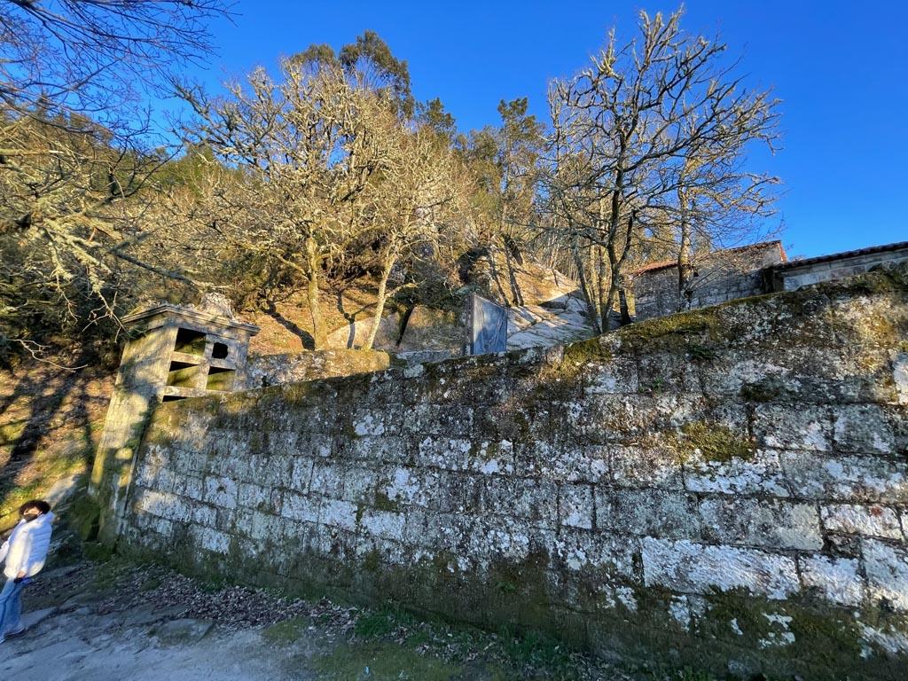 concello-de-esgos-mosteiro-de-san-pedro-de-rocas-13