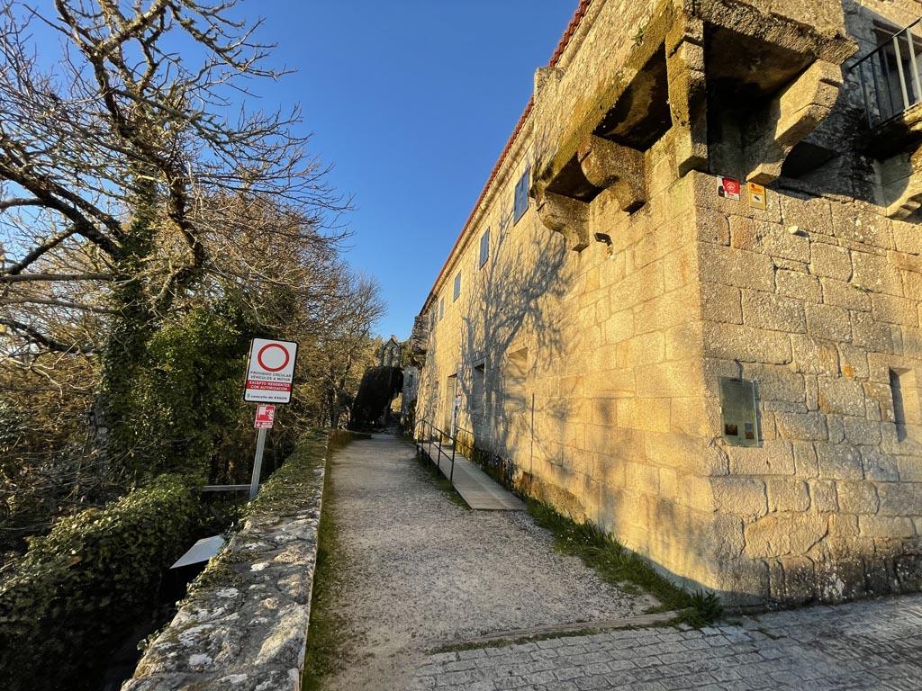 concello-de-esgos-mosteiro-de-san-pedro-de-rocas-3