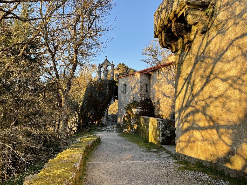 concello-de-esgos-mosteiro-de-san-pedro-de-rocas-4