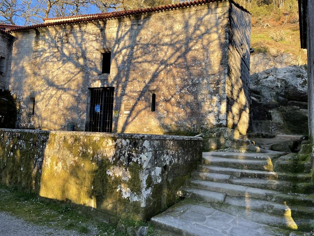 concello-de-esgos-mosteiro-de-san-pedro-de-rocas-6