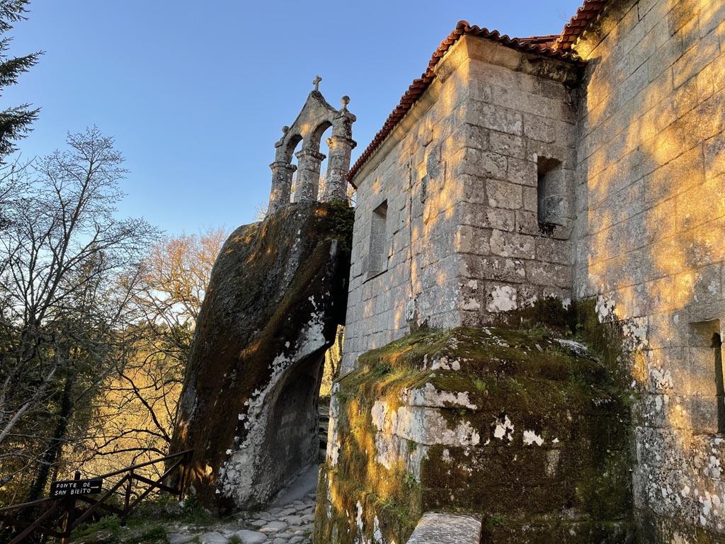 concello-de-esgos-mosteiro-de-san-pedro-de-rocas-8
